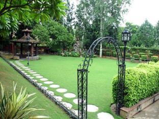 Ashok Country Resort New Delhi and NCR - Garden