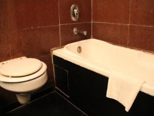 Ashok Country Resort New Delhi and NCR - Bathroom-Club Room