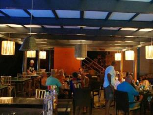 Whispering Palms Beach Resort Goa Nord - Restaurant