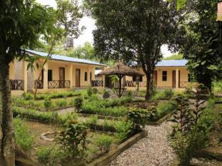 Chitwan Safari Camp & Lodge Chitwan - Garden View