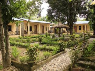 Chitwan Safari Camp & Lodge Chitwan - Garden