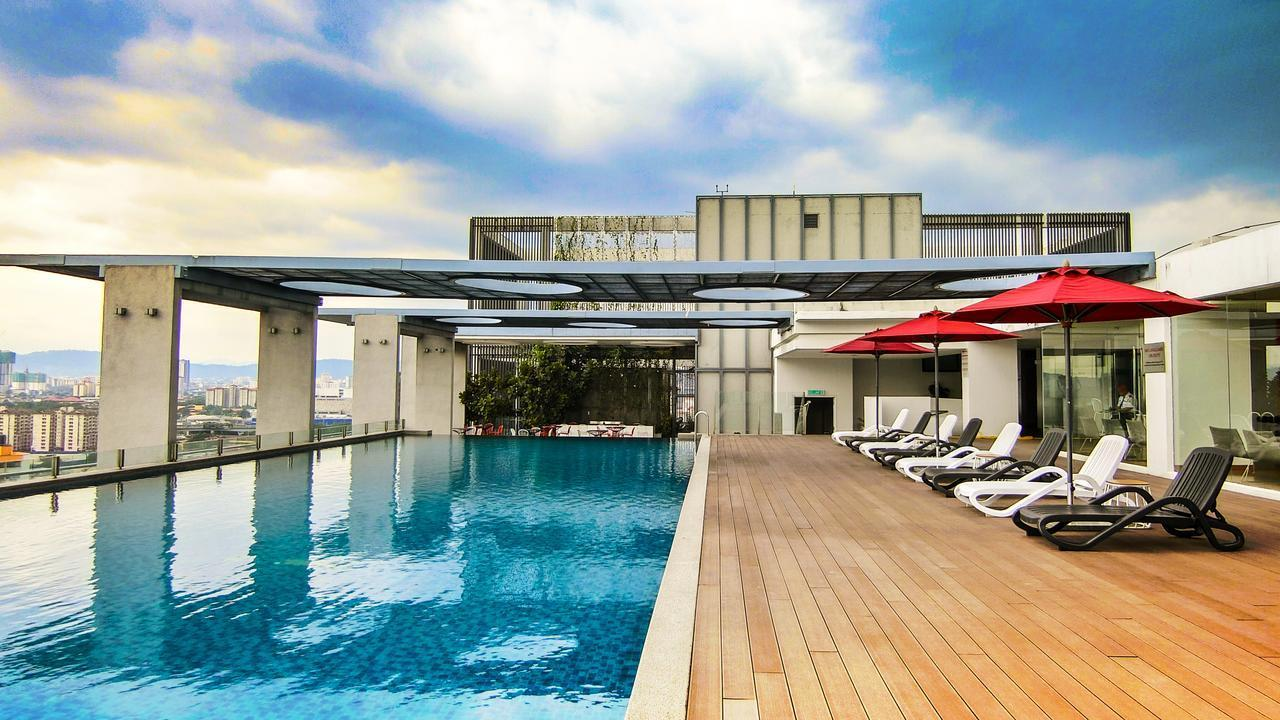 Modern Deluxe Suite W  Stunning Infinity Pool