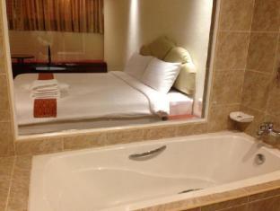 At Sea Residence Pattaya - Superior Room - Bathroom