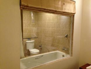 At Sea Residence Pattaya - Deluxe sea view Room - Bathroom