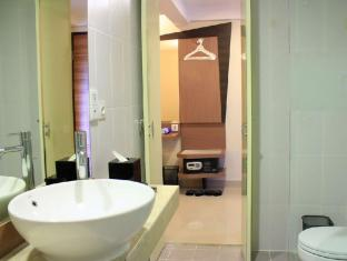 Hotel Neo Kuta Jelantik Бали - Баня