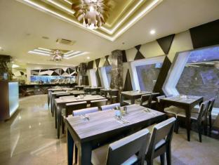 Hotel Neo Kuta Jelantik Бали - Ресторант