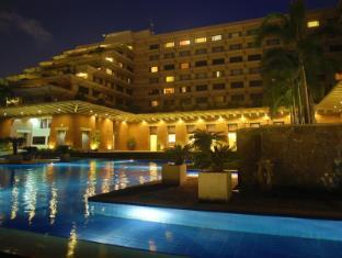 Cinnamon Lakeside Hotel Colombo - Pool at Night