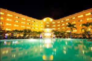 โรงแรมโกลเด้น แซนด์ (Golden Sand Hotel)