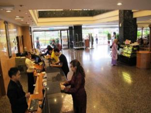 Grand Continental Kuching Hotel Кучинг - Лоби