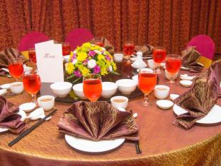 Grand Continental Kuching Hotel Кучинг - Храна и напитки