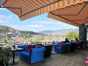 Lijiang Dejinglou Inn