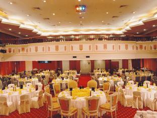 Merdeka Palace Hotel & Suites Kučingas - Pokylių salė
