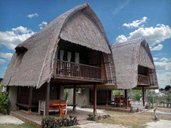 Beach view! Balinese Wooden Hut Bali