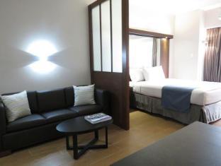 Microtel by Wyndham Acropolis Manila - Suite Room