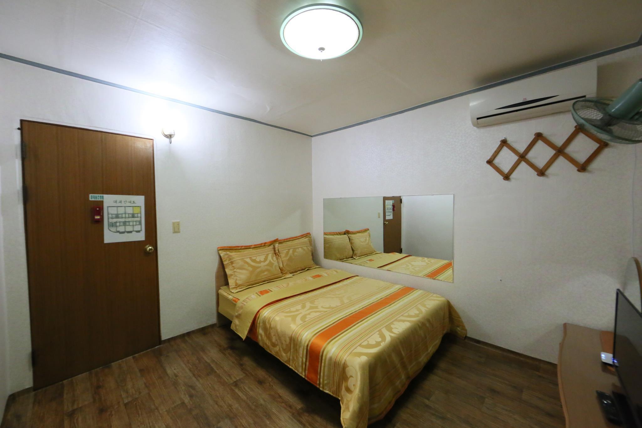 Golden BitchtelB room Discount