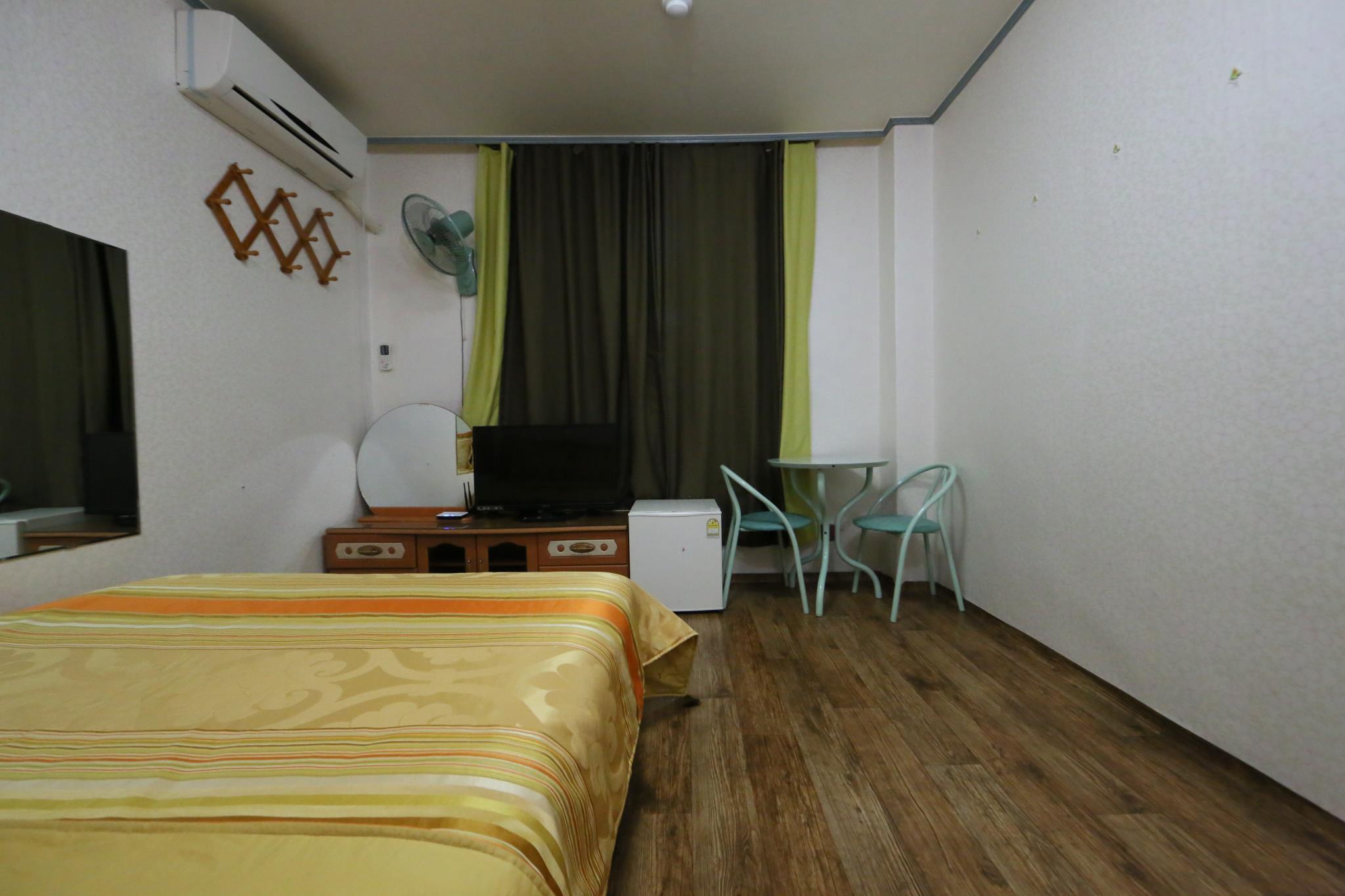 Review Golden BitchtelB room