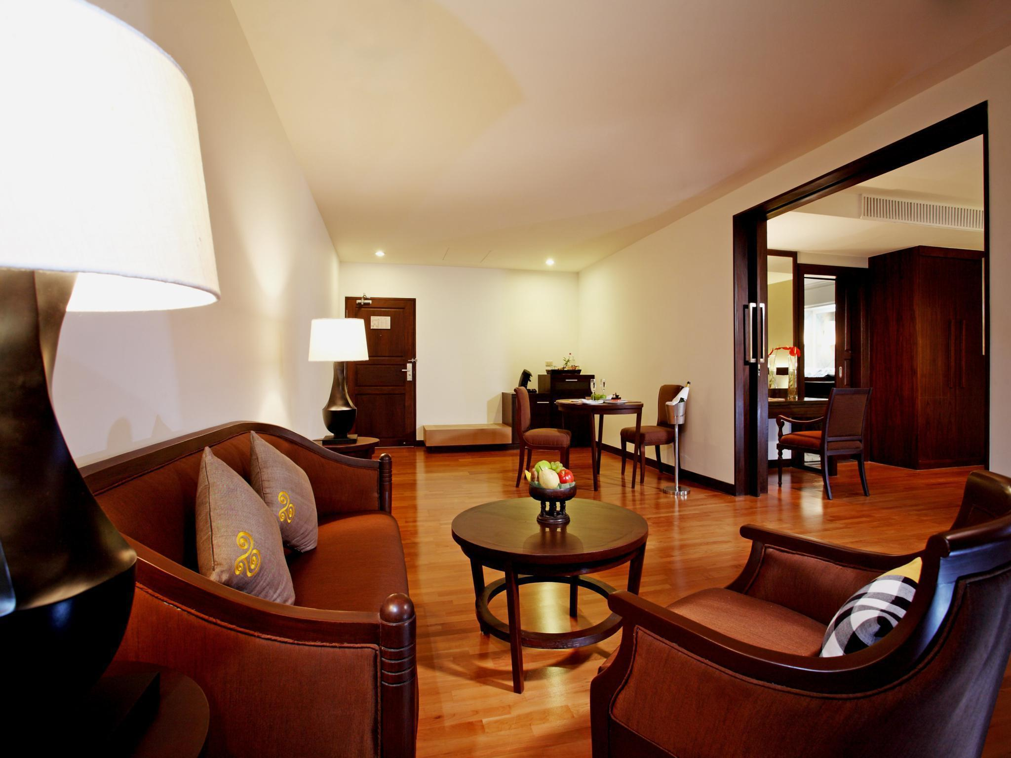 Charoensri Grand Royal Hotel