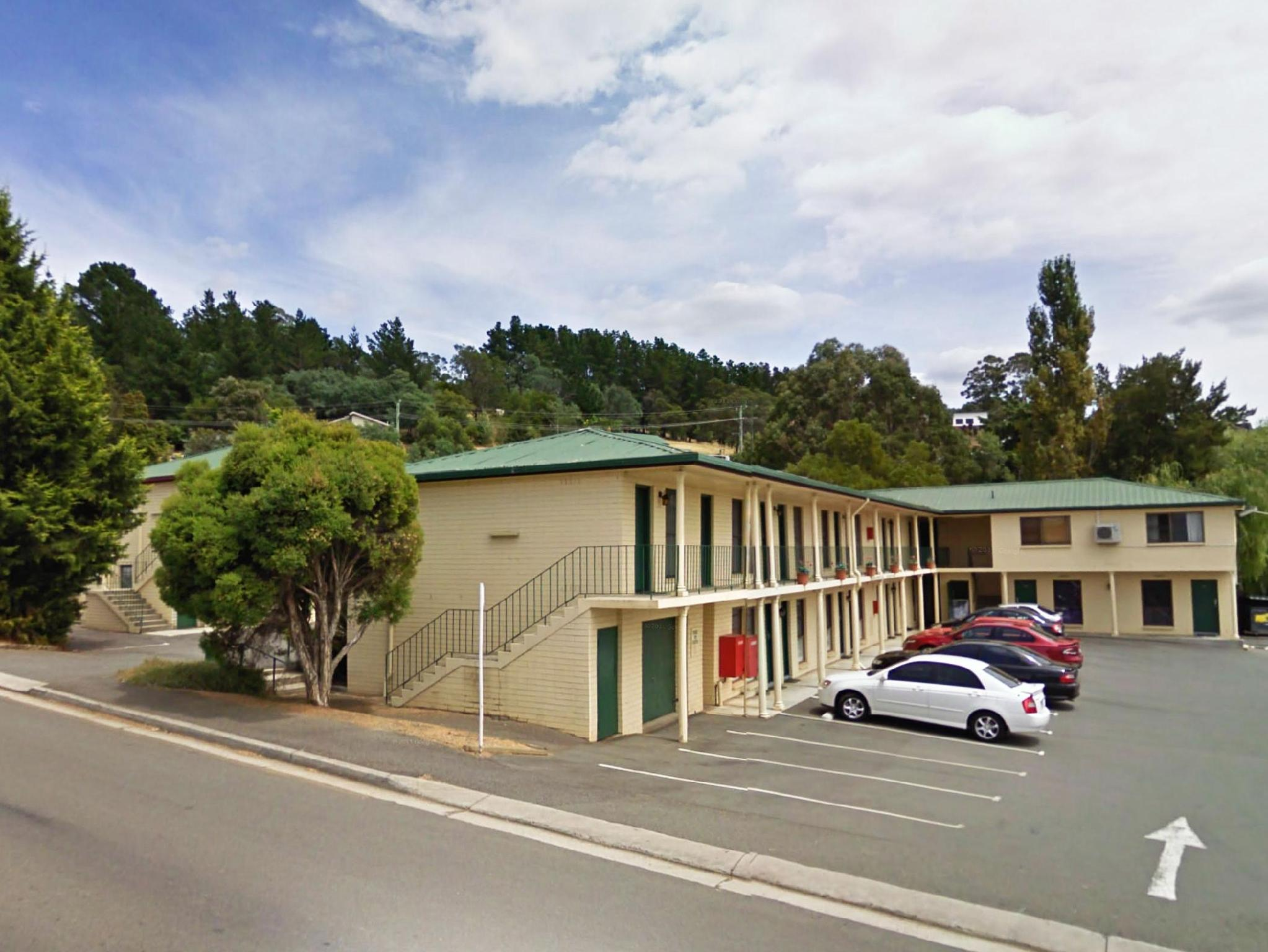 Riverside Hotel Motel