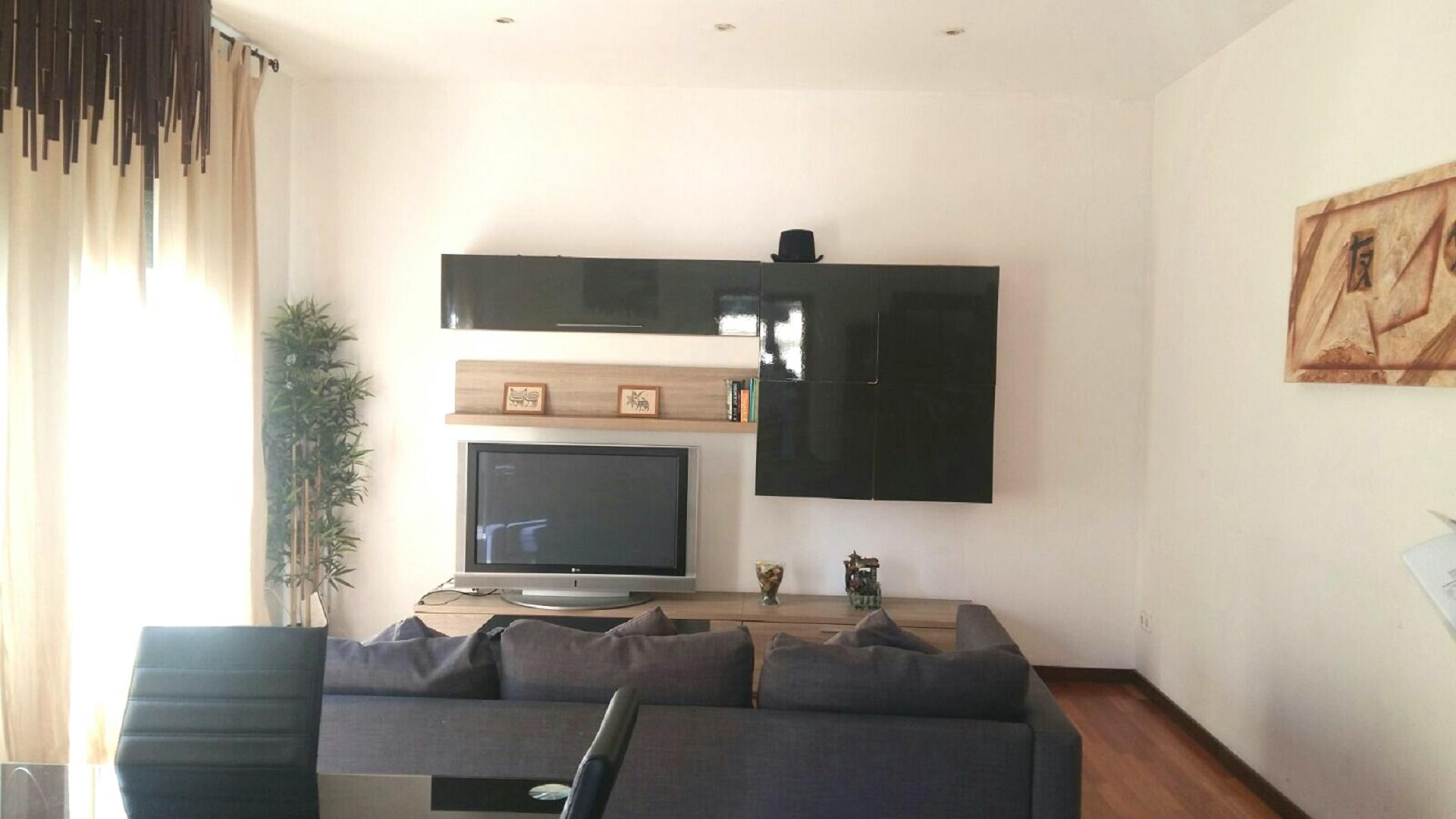 Fully Equiped Large Feria Apartment Barcelona