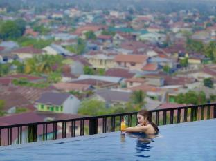 Grand Central Hotel Pekanbaru Pekanbaru - Swimming Pool