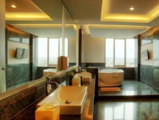 Grand Central Hotel Pekanbaru Pekanbaru - Bathroom