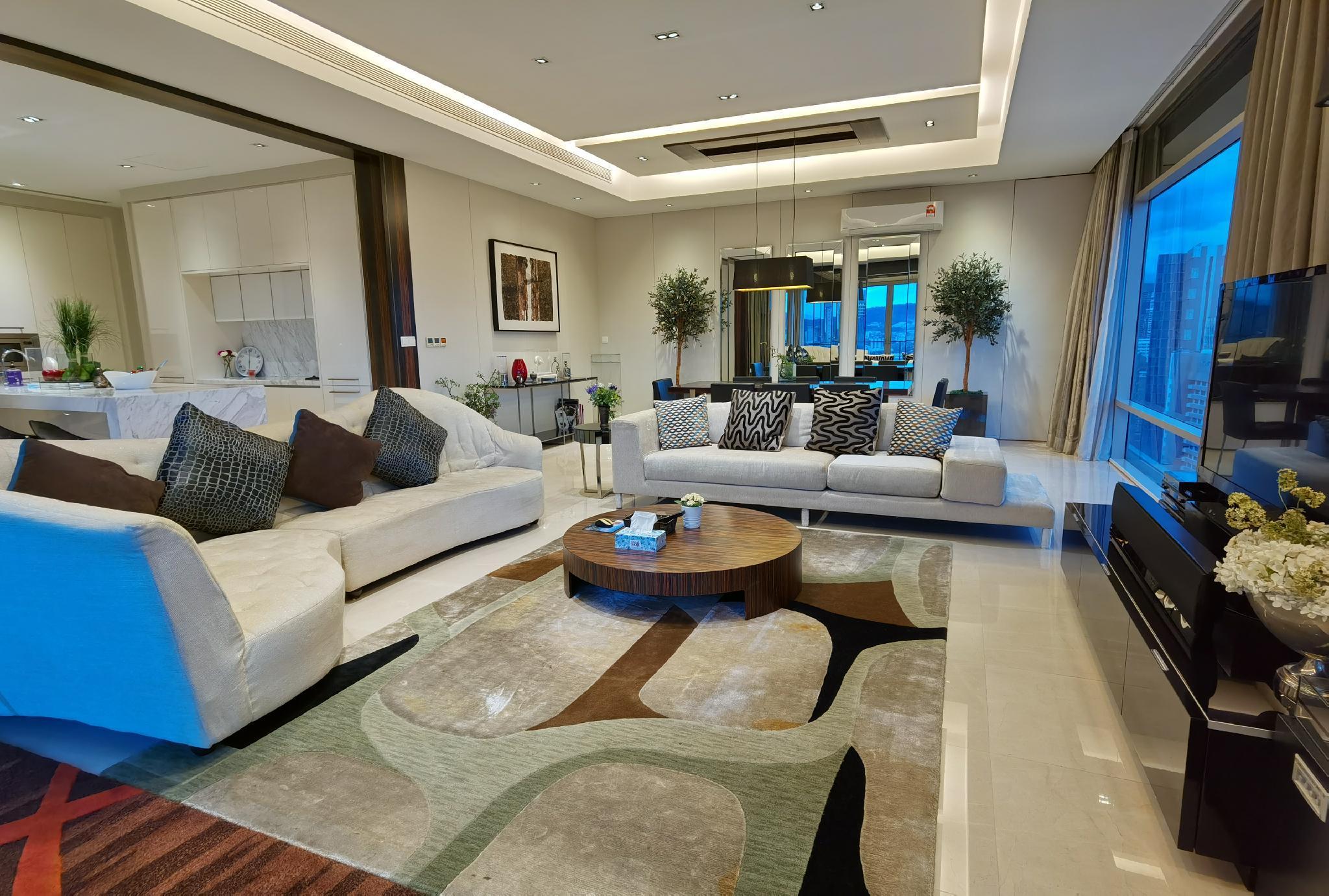 Pavilion Bukit Bintang Luxury Suite  4 Bedrooms