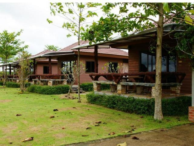 บุไทรคันทรีวิว รีสอร์ท – Busai Country View Resort
