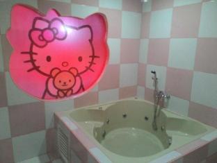 Hotel Sogo Wood Street Pasay Manila - Hello Kitty Bath Room