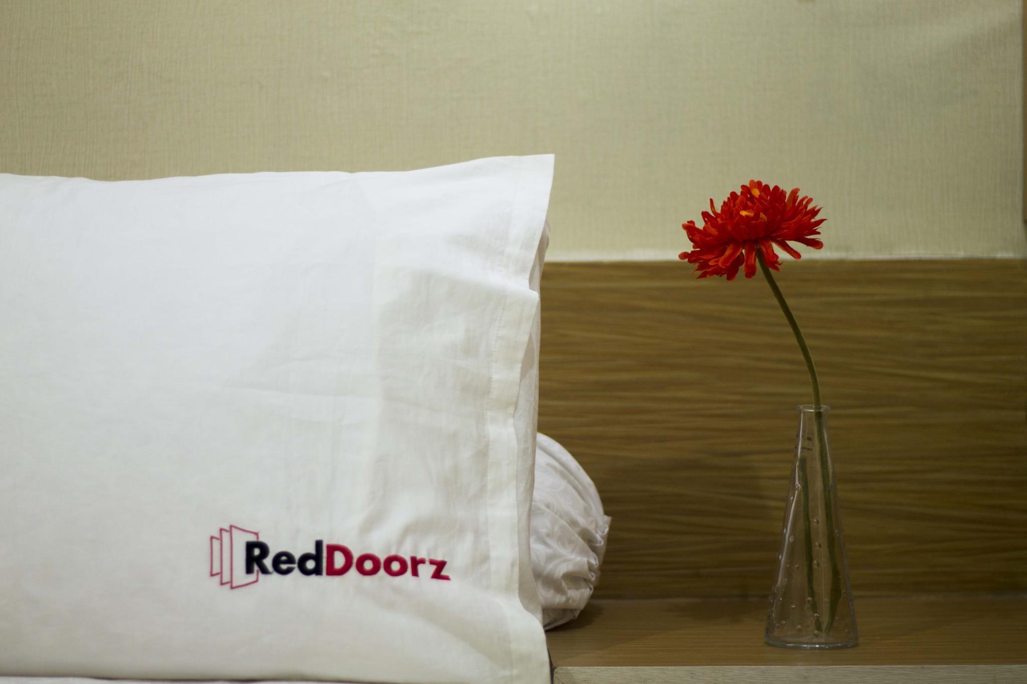 RedDoorz Plus @ Tanjung Duren