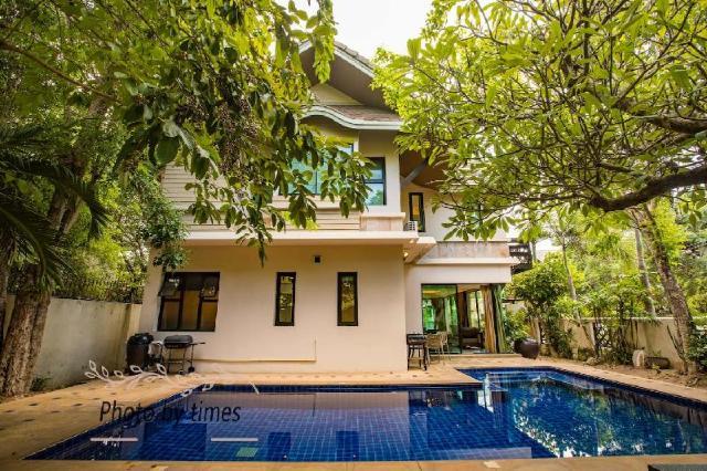 3 ห้องนอน 3 ห้องน้ำส่วนตัว ขนาด 400 ตร.ม. – พัทยาเหนือ – The luxurious Thai villa in downtown Pattaya