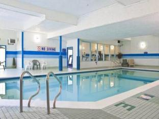 Howard Johnson Hotel - Victoria Victoria (BC) - Swimming Pool