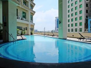 Mandarin Plaza Hotel Cebu City - Swimming Pool