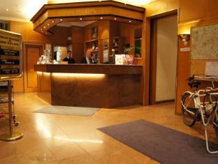 โรงแรมเบอร์ลิน พลาซ่า อัม คัวร์เฟือร์สเท็นดัม เบอร์ลิน - เคาน์เตอร์ต้อนรับ
