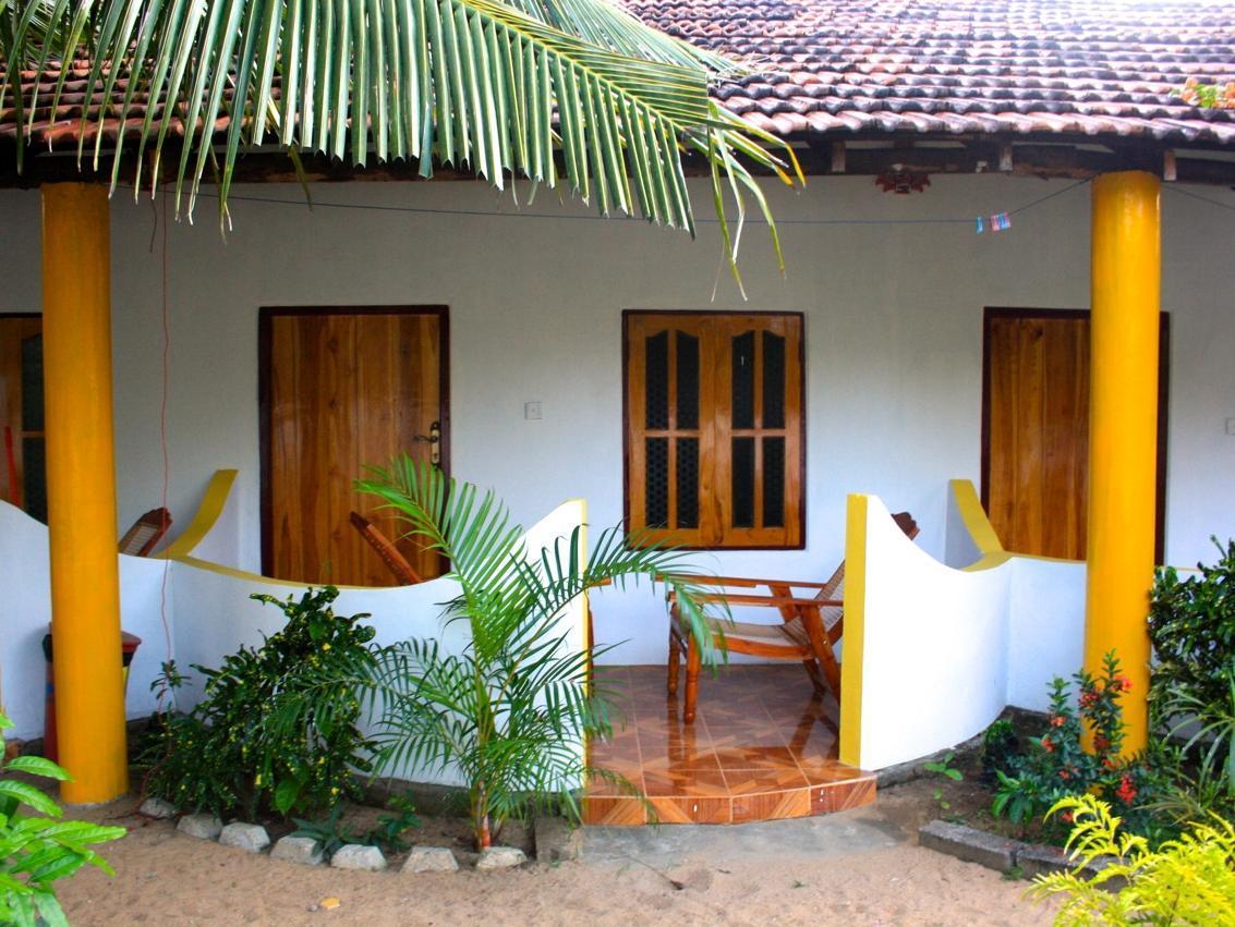 Tharaka Surf Guesthouse
