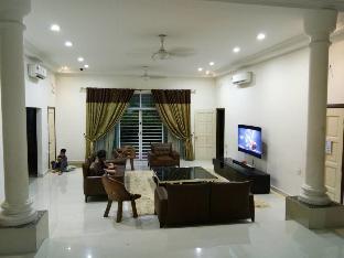 Villa Shafiq, Sg Buloh ( Private Room 2 adults)