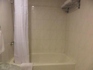Atrium Hotel Manila - Bathtub in selected rooms