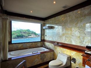 Baiyoke Seacoast Samui Samui - Deluxe bathroom with view