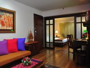The Siam Heritage Boutique Suite Bangkok - Heritage Suite - Living Area