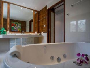 Mom Tris Villa Royale Hotel Phuket - Whirlpool