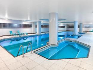 Meriton Serviced Apartments Bondi Junction Sydney - Swimming Pool