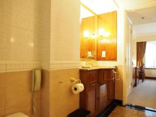 Emperor (Happy Valley) Hotel Hong Kong - Bathroom