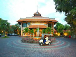 Equator Hotel Surabaya - Entrance