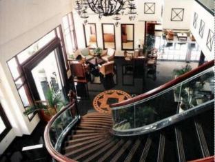 Equator Hotel Surabaja - Hall