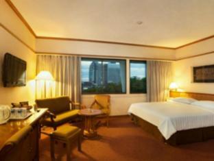 Elmi Hotel Surabaya - Hotellihuone