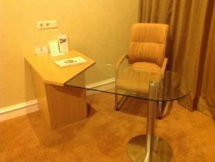 Surabaya Suites Hotel Surabaya - Gæsteværelse
