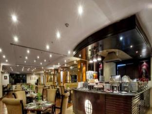 Surabaya Suites Hotel Surabaya - Restaurant
