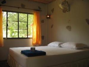 Haad Khuad Resort
