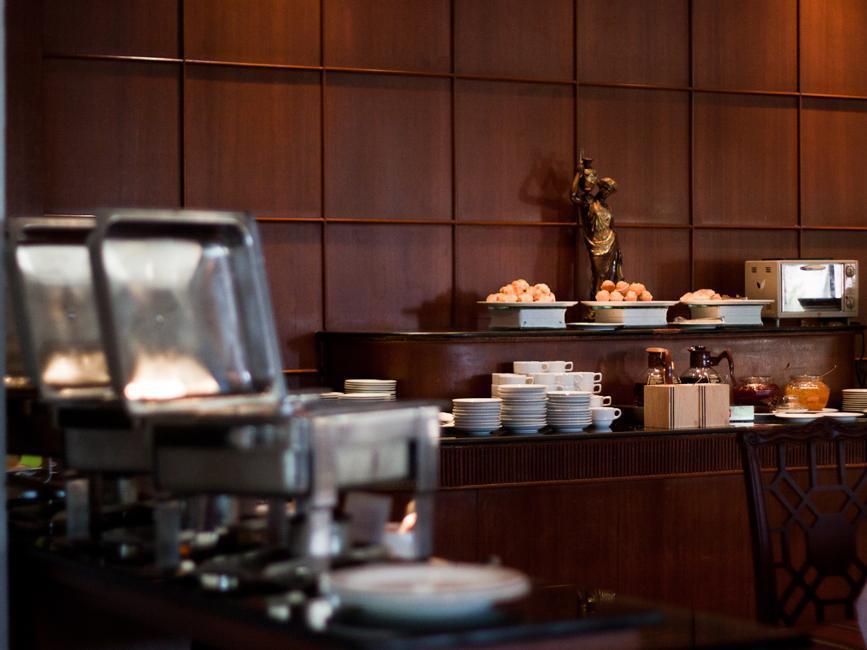 Laithong Hotel โรงแรมลายทอง