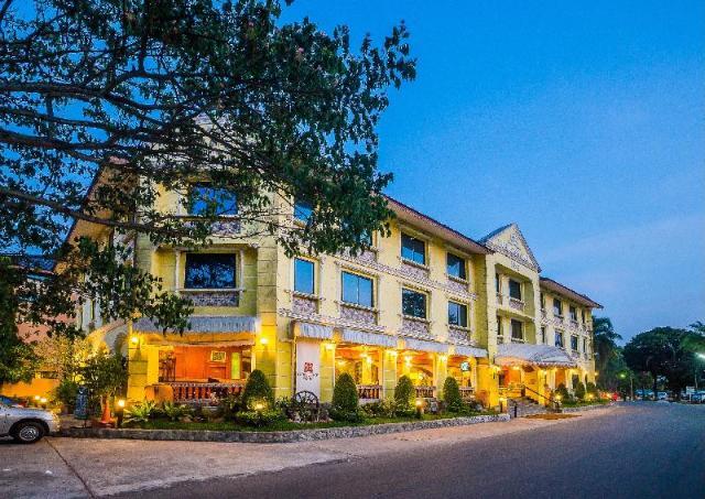 ฮอร์สชู พอยท์ รีสอร์ท แอนด์ คันทรี คลับ – Horseshoe Point Resort & Country Club