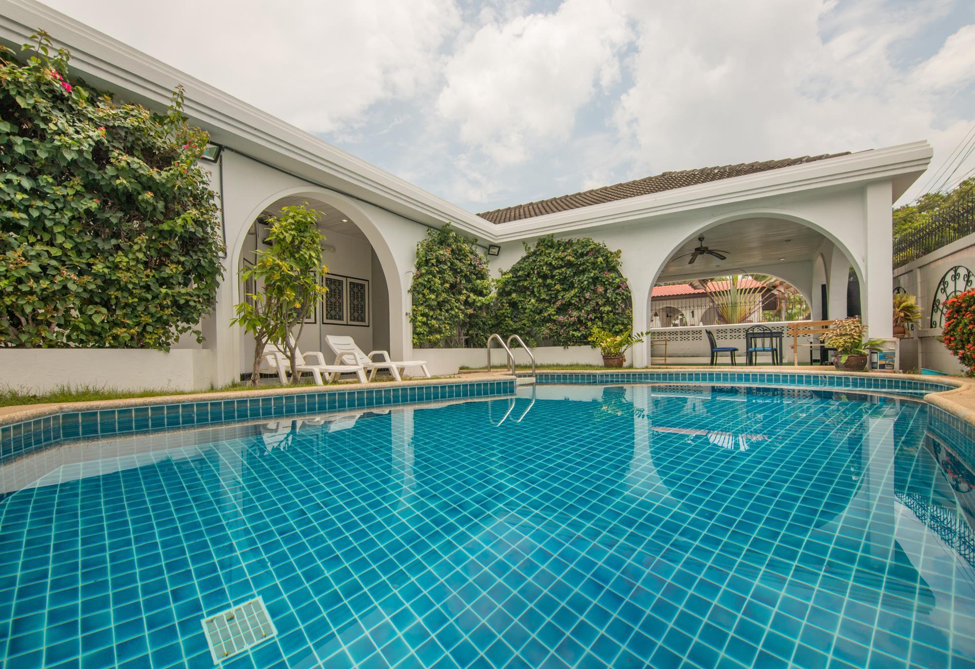 5 Rooms Big Private Villa Skittles